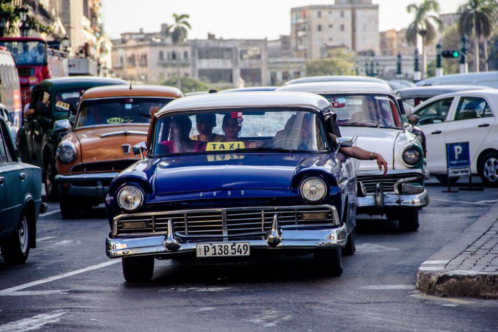 Taxi Azul en La Havana-La Havana, Cuba-2014