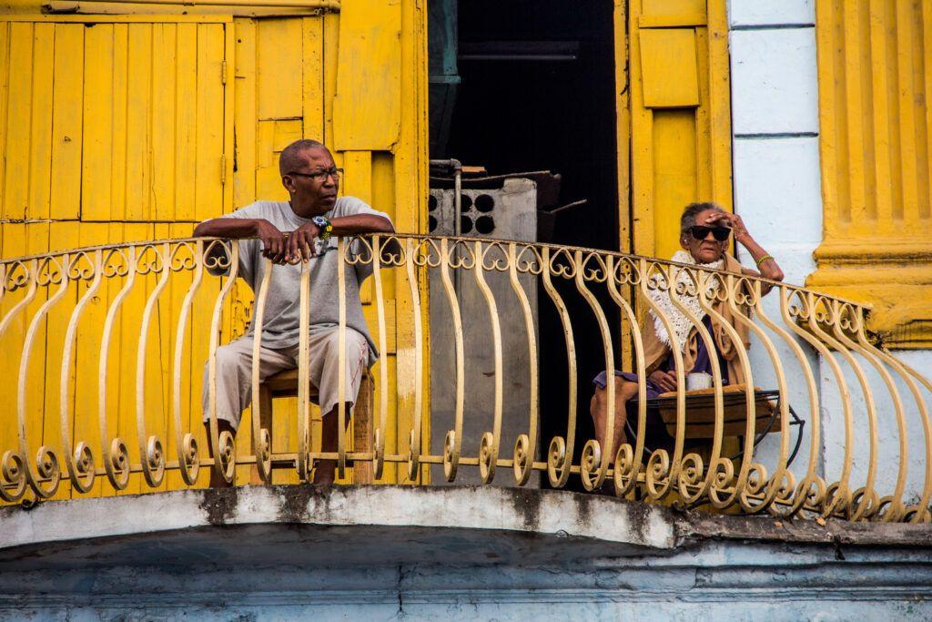 Balcón Viejitos Pared Amarilla-La Havana, Cuba-2014