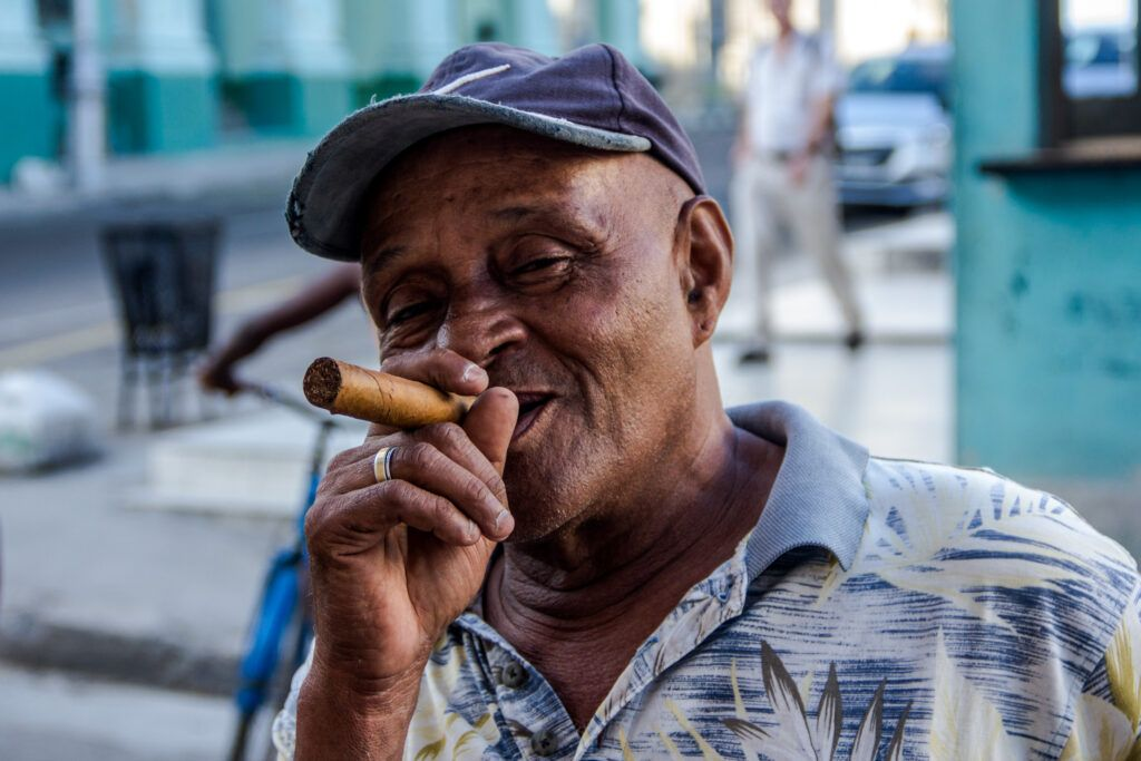 Retrato Hombre Fumando Habano-La Havana, Cuba-2014
